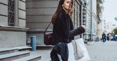 pige-der-har-købt-souvenirs-i-Koebenhavn