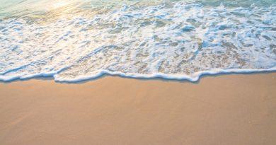 strand med vandskum