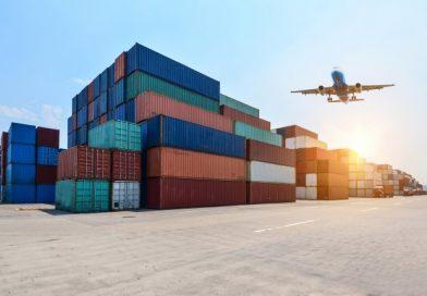 En industrihavn med containere
