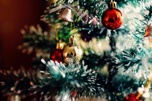 Et flot pyntet juletræ